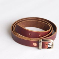 The everyday, casual slim leather belt for women. Hand crafted fine fine too grain leather with a beautiful pull up, waxed and oiled hide.