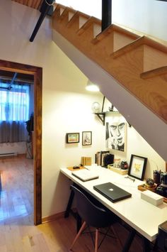 home office nook under the stairs Office Under Stairs, Space Under Stairs, Attic Renovation, Attic Remodel, Duplex Design, House Design, Attic Design, Office Nook, Office Rug