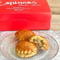"""Me encanta el cabello de ángel y mi amigo @jorgenavarro971 me ha traído de Murcia estos """"Pastelillos de cabello de ángel"""" porque sabía que me iban a encantar. • • Efectivamente!!! • Madre mía, qué ricos están!!! • Espectaculares!!! • Tengo que intentar hacerlos en casa 😍😍😍 Murcia, Main Dishes, Cooking Recipes, Cupcakes, Cheese, Breakfast, Food, Home, Tuna Patties"""
