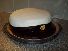 YO-kakku ylioppilaalle. Tämän reseptin on tehnyt Kotikokki.netin nimimerkki Cristal_muneca Kinuskikissan blogin ohjetta mukaillen.