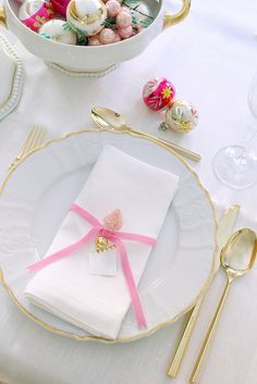 Christmas table setting by citrusandorange, via Flickr