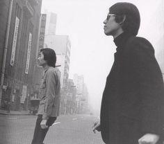 細野晴臣、松本隆 早朝の銀座 Haruomi Hosono, Takashi Matsumoto October 1968 pic.twitter.com/MyAE7BTCU7