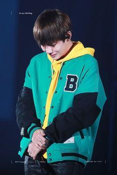 Tae foi muito corajoso e forte. Para os fãs, ele se manteve de luto abertamente durante toda a promoção WINGS e enquanto trabalhava em um drama. Todo mundo apoia você, todo mundo se orgulhou de você TaeTae❤