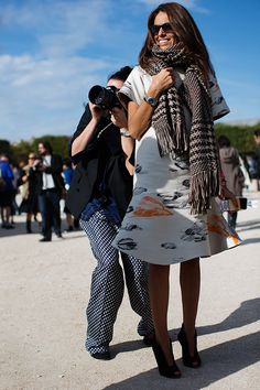 Absolutely loving the contrast between this dress and scarf. (And the photog in the back is fun too.)