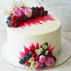 Cake Decoration ideas Inspiration & Instruction to Improve Your Cake Designs How to Ice a Cake is a supportive community of cake decorating enthusiasts. Pretty Cakes, Beautiful Cakes, Amazing Cakes, Fancy Cakes, Mini Cakes, Cupcake Cakes, Decoration Patisserie, Bolo Cake, Drip Cakes
