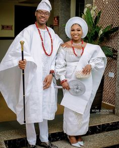 White Aso Oke inspiration for couples. Nigerian Traditional Clothing, African Traditional Wedding Dress, Traditional Outfits, Muslim Wedding Gown, Yoruba Wedding, African Inspired Fashion, African Fashion, Igbo Bride, African Wedding Attire