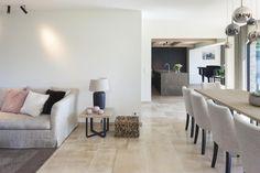 Woning VV   AP/ART Architecten Dining Bench, Dining Room, Belgian Style, Ap Art, Interior Inspiration, Luxury Homes, Farmhouse, Interior Design, Yoga