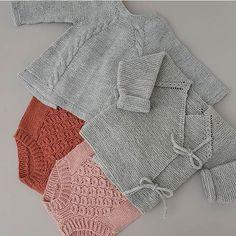 @frokenstrikkepinne Nøttelitenromper~Rillejakke ~Rillejakke~ #nøttelitenromper #hoppestrikk #knapperbakgenser #ministrikk #rillejakke #strikk #omslagsjakke #nøstebarn #knitting_inspiration #knit #knitting #knitted #knittersofinstagram #knitstagram #instaknit