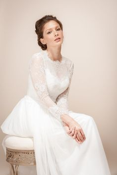Lovely long sleeved wedding dress from @wanlubridal
