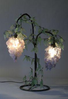 """Wisteria Lamp"" style Tiffany - Art Nouveau."