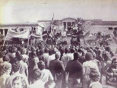 20 σπάνιες φωτογραφίες από το Πολυτεχνείο, 14 έως 19 Νοεμβρίου 1973   LiFO Athens, Kai, Greece, Concert, Painting, Life, Greece Country, Painting Art, Concerts
