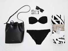 SCALLOP | by Mirjam from www.miiju.ch Mansur Gavriel bucket bag - The Beach People Aztec towel - H&M scallop Bikini - Ray Ban Wayfarer