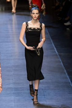 Edging a square neckline. SPRING 2016 RTW DOLCE & GABBANA COLLECTION - The Cut