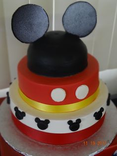 Mickey Mouse Cake & Party - I want to have this party!