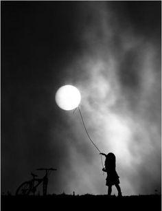#Fotografía luna niña foto original para #llienzo #póster o fotolienzo en foam…