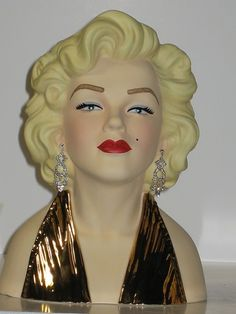 Only 100 of these were made in 22K gold.10 Inch licensed Marilyn Monroe Head Vase 22K Gold 100