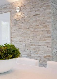 Best Ceiling Paint Color Ideas and How to Choose It palest stone wall against crisp contemporary white – Natuursteenstrip van Barroco. Close up foto van de Barroco natuursteenstrips www. Stone Interior, Interior Exterior, Best Interior, Wall Exterior, Interior Modern, Interior Brick Walls, Wall Cladding Interior, Interior Designing, Room Interior