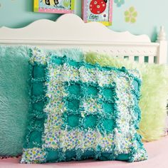 GO! Raggy GO! Pillow - http://www.accuquilt.com/patterns/project-ideas/go-projects/home-decor/go-raggy-go-quilt.html