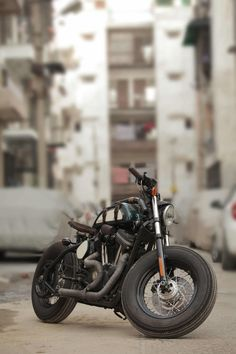 """Nadia"" Harley-Davidson XL 883 by Tushar Jaitly from TJ Moto 