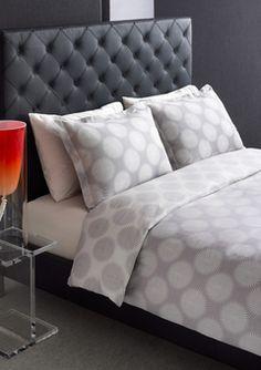 [Bedroom] Tufted headboard + graphic bedding via The W Hotel Linen Bedroom, Master Bedroom, Dream Bedroom, Bedroom Furniture, Hotel Bed, New Beds, Bed Styling, Duvet Sets, Beautiful Bedrooms