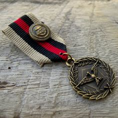 Military Black Red Blown Ribbon Bronze Medal Badge Custom Jewelry with safety pin for clothing decoration