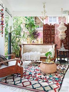 Enthralling bohemian style home decor ideas to inspire you 48 - GODIYGO. Bohemian Style Home, Bohemian Porch, Bohemian Living Rooms, Bohemian Interior, Bohemian Decor, Living Room Decor, Boho Chic, Bohemian Lifestyle, Shabby Chic
