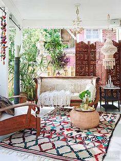 Enthralling bohemian style home decor ideas to inspire you 48 - GODIYGO. Decor Styles, Bohemian Living Rooms, Bohemian Interior, Bohemian Porch, Bohemian Style Living Room, Eclectic Home, Bohemian Decor, Porch Decorating, Porch Design