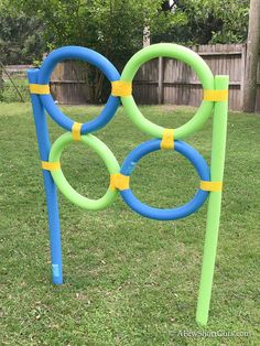 Pool Noodle Frisbee Target Is there anything you can't do with Pool Noodles? Check out this super fun Pool Noodle Frisbee Target DIY! Diy Carnival Games, Diy Games, Carnival Decorations, Carnival Food, Carnival Rides, Carnival Birthday, Backyard For Kids, Backyard Games, Backyard Play