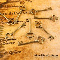 10 Antique Vintage Style Key Charms Pendant 210
