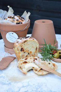 Mediterranes Brot im Tontopf by kleine feine Köstlichkeiten Blog on www.rezeptwelt.de