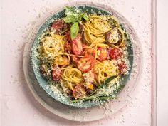 Jy kan die pasta ook koud voorsit saam met braaiboud, maar dis so lekker dit sal nie eens kans kry om af te koel nie! Ham Pasta, Om, Spaghetti, Pizza, Ethnic Recipes, Noodle