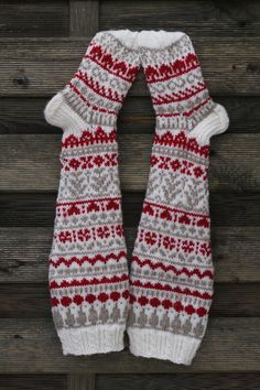 Lankamutkalla: Sunnuntain sukkaesittely Knitting Charts, Knitting Stitches, Knitting Socks, Knitting Patterns, Crochet Patterns, Cross Stitch Christmas Stockings, Funky Socks, Knitted Slippers, Fair Isle Knitting