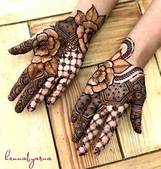 Check beautiful & simple arabic mehndi designs 2020 that can be tried on wedding. Shaadidukaan is offering variety of latest Arabic mehandi design photos for hands & legs. Best Arabic Mehndi Designs, Palm Mehndi Design, Rose Mehndi Designs, Modern Mehndi Designs, Mehndi Designs For Girls, Mehndi Design Photos, Wedding Mehndi Designs, Dulhan Mehndi Designs, Latest Mehndi Designs