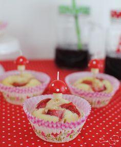 Leichte, fruchtig frische Erdbeermuffins als Gastbeitrag zum Bloggeburtstag.