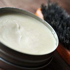 """Soften and nourish your hair with this recipe for homemade nourishing hair balm. Made with wonderful natural ingredients this hair balm is absorbed quickly and won't """"sit"""" on hair once applied. Pelo Natural, Belleza Natural, Natural Hair Care, Natural Hair Styles, Natural Beauty, Beauty Care, Diy Beauty, Beauty Tips, Beauty Hacks"""