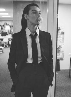 Model McKenna Hellam is styled by Marina Gallo in boss lady looks lensed by Stefano Galuzzi for Vanity Fair France March Hair by Rimi Ura; Moda Fashion, Suit Fashion, Mckenna Hellam, Elegantes Outfit Frau, Style Parisienne, Vetement Fashion, Androgynous Fashion, Img Models, Cyberpunk 2077