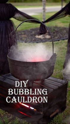 How to Make a Bubbling Cauldron (Super easy bubbling cauldron tutorial for Halloween) from Jamie Sanders- Scattered Thoughts of a Crafty. Halloween Tags, Halloween School Treats, Halloween Games For Kids, Halloween Party Supplies, Scary Halloween Decorations, Kids Party Games, Halloween Party Decor, Halloween Ghosts, Halloween Ideas