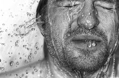 German artist Dirk Dzimirsky creates hyper-realistic portraits both in graphite drawings and oil paintings. On each portrait, he puts an extraordinary attention Realistic Pencil Drawings, Graphite Drawings, Realistic Paintings, 3d Drawings, Amazing Drawings, Amazing Art, Charcoal Drawings, Charcoal Art, Amazing Paintings