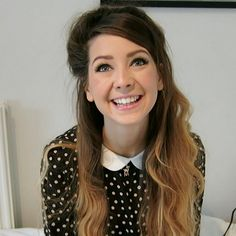 Pale pink lipstick and winged eyeliner ^^Zoe always has such gorgeous makeup and hair!