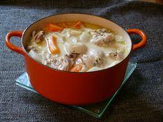 poule, vin blanc sec, bouquet garni, pomme de terre, navet, poireau, carotte, oignon, clou de girofle, poivre, sel, beurre, farine...