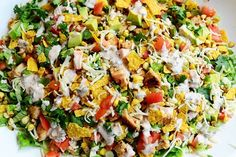 Chicken Taco Salad by Ree Drummond / The Pioneer Woman .for a crowd. paleo dinner for a crowd Soup And Salad, Pasta Salad, Crab Salad, Tomato Salad, Paleo Dinner, Dinner Recipes, Dinner Ideas, Cena Paleo, Taco Bell