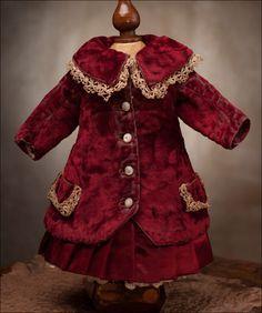 ✉ antique doll costume