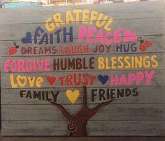 Deze op hout beschilderde Happy Tree aan je muur maakt je elke dag vrolijk! In meerdere kleuren leverbaar, afmeting 80x100cm.