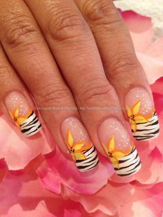 Cutest summer nail: id use a different color for the flower!! Very pretty!!