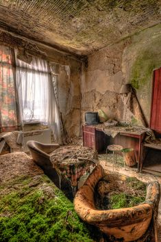 """Fotoausstellung """"Vergessene Orte"""" Fotoausstellung """"Vergessene Orte"""" Related posts:An Abandoned Mansion In NYC Raises QuestionsPhoto Photo urbex - Achat / Vente Photos d'art - ArtPhotoLimitedThis is kinda how I imagined the inside of Felix's castle. Abandoned Buildings, Abandoned Mansions, Old Buildings, Abandoned Places, Abandoned Castles, Flora Und Fauna, Mysterious Places, Haunted Places, Ghost Towns"""