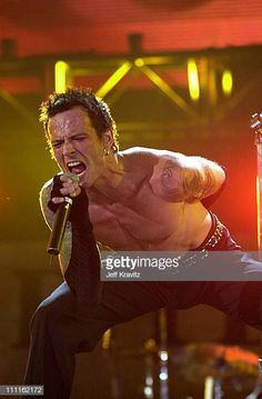 Scott Weiland of Stone Temple Piolts during 2001 KROQ Weenie Roast in Irvine California United States Scott Weiland, Irvine California, Stone Temple Pilots, Great Bands, Nirvana, Rock N Roll, Vinyl Records, Grunge, Roast