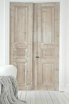 26 Awesome Double Doors Interior Inspiration - fancydecors Informations About 26 Awesome Double Doors Interior Inspiration - fancydecors Pin You can e. Old Doors, Windows And Doors, Entry Doors, Pine Doors, Antique Doors, Vintage Doors, Garage Doors, Patio Doors, Sliding Doors