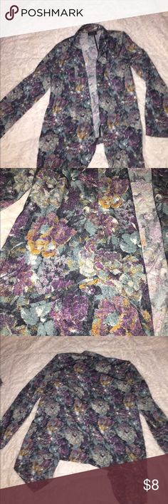 Floral Jacket no Size I say it's a MEDUIM Floral Jacket no Size I say it's a MEDUIM  has small shoulder pads longer in front Astr Jackets & Coats Blazers