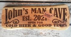 #tekstbord #mancave #hout #graveren #thuisbezorgd #bier #bbq #naam #kado #gifts Bbq Grill, Chilling, Bamboo Cutting Board, Good Times, Man Cave, Cold, Gifts, Beer, Bar Grill