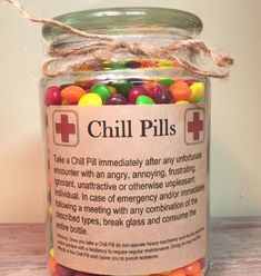Having a bad day? Take a chill pill! This fun Chill Pill jar (candy not included… Having a bad day? Take a chill pill! This fun Chill Pill jar (candy not included) makes a perfect gift for anyone who appreciates a little humor: - 365 Jar, Diy Cadeau, Navidad Diy, Diy Weihnachten, Creative Gifts, Creative Gift Baskets, Craft Gifts, Friendaversary Gifts, Dit Gifts